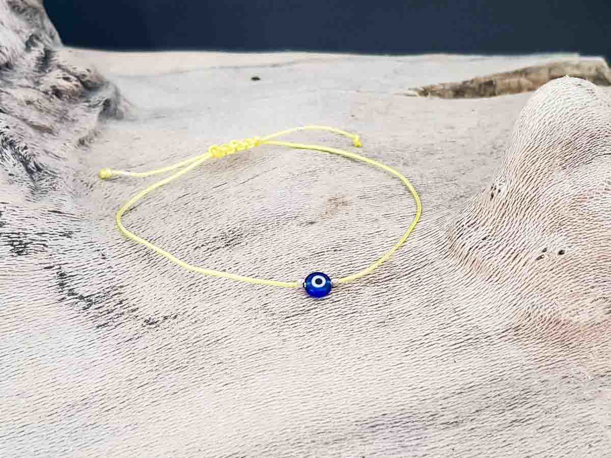 Bracelet small blue evil eye with yellow string