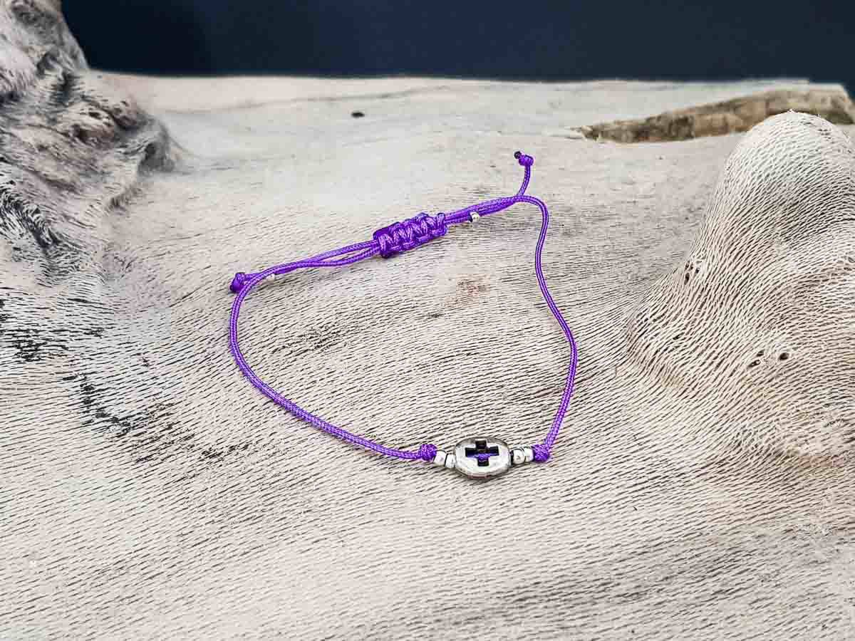 Bracelet small round metallic Cross with Purple string