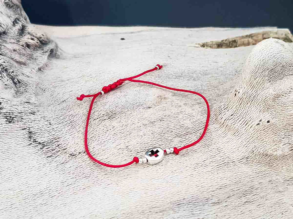 Bracelet small round metallic Cross with Red string