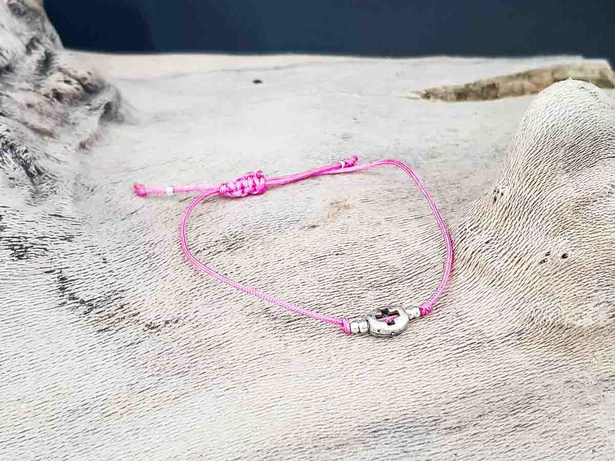 Bracelet small round metallic Cross with Pink string