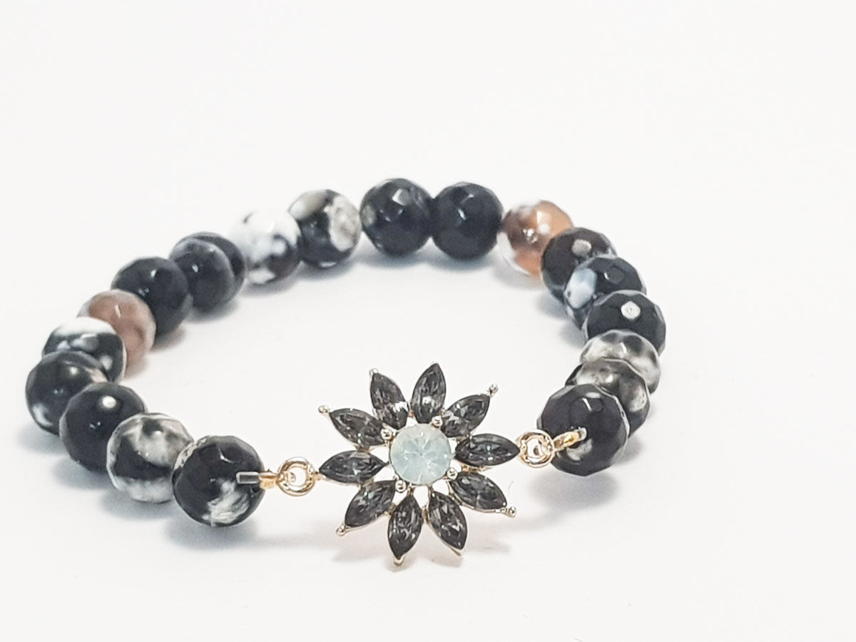 Polyhedral agate stone and grey star bracelet for woman